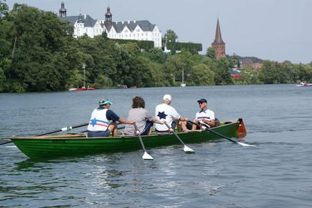 Rudern in Plön vor dem Schloss. Foto: A. König