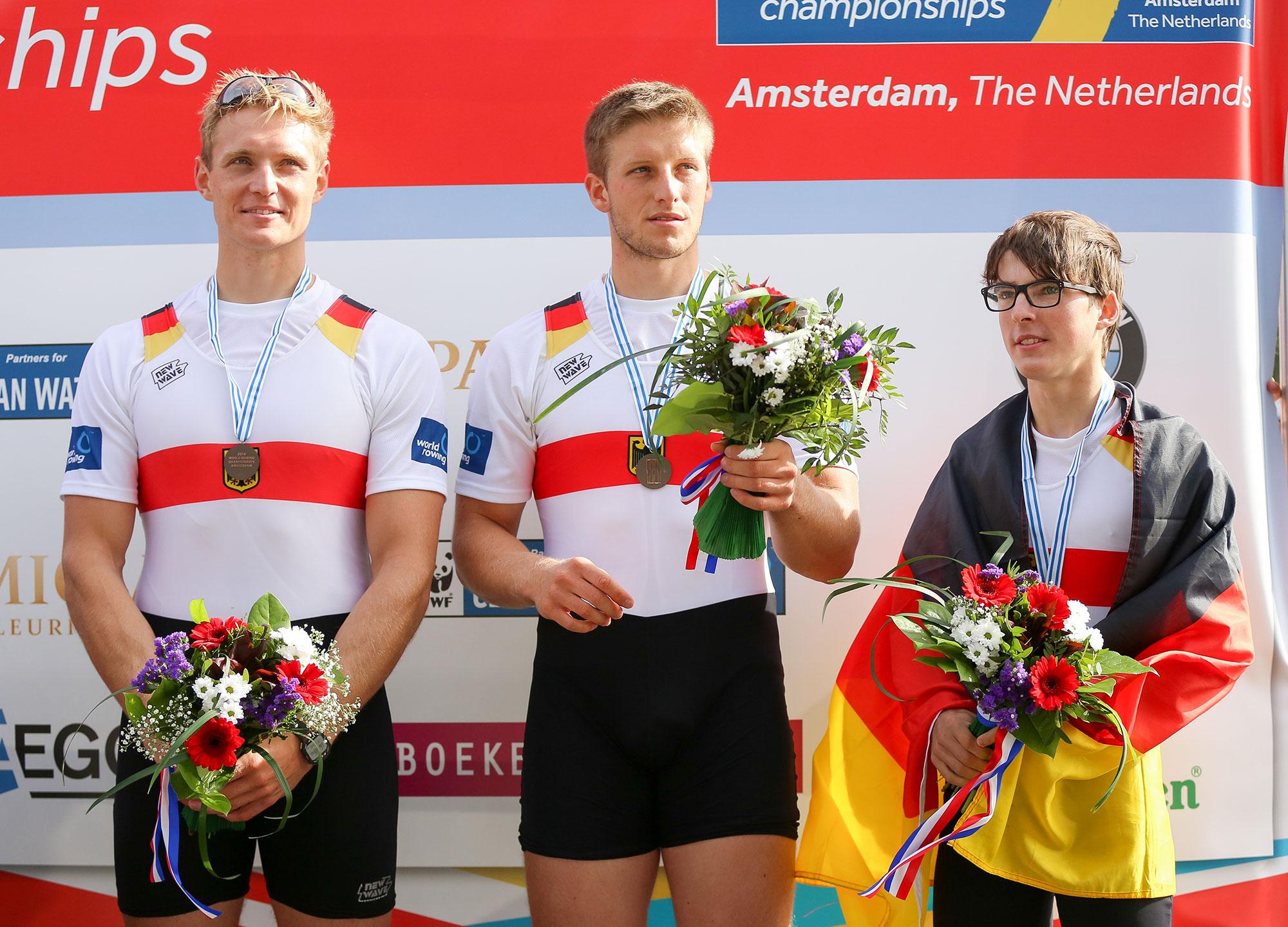 Noch um den Hals, bald auf dem elterlichen Dachboden: die WM-Bronzemedaille von Ruder-Riese Peter Kluge (l). Foto: Oliver Quickert, www.rudern.de