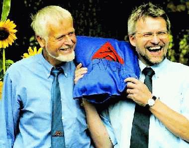 Zwei Strahlemänner: Lutz Petzold (l.) und Bernd Dralle standen am Vormittag des Sommerfestes im Mittelpunkt.